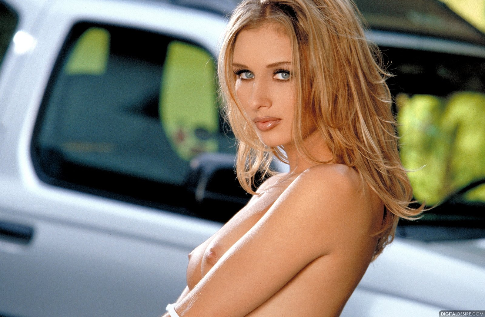 Bedroom naked babe on suv