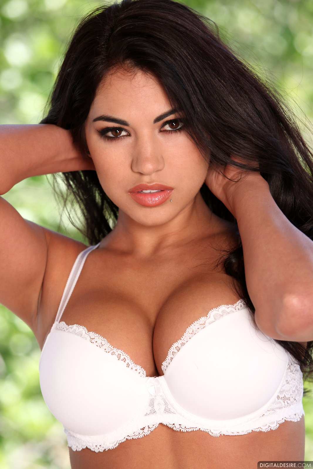 danni kalifornia - is a buxom new latina with an amazing face