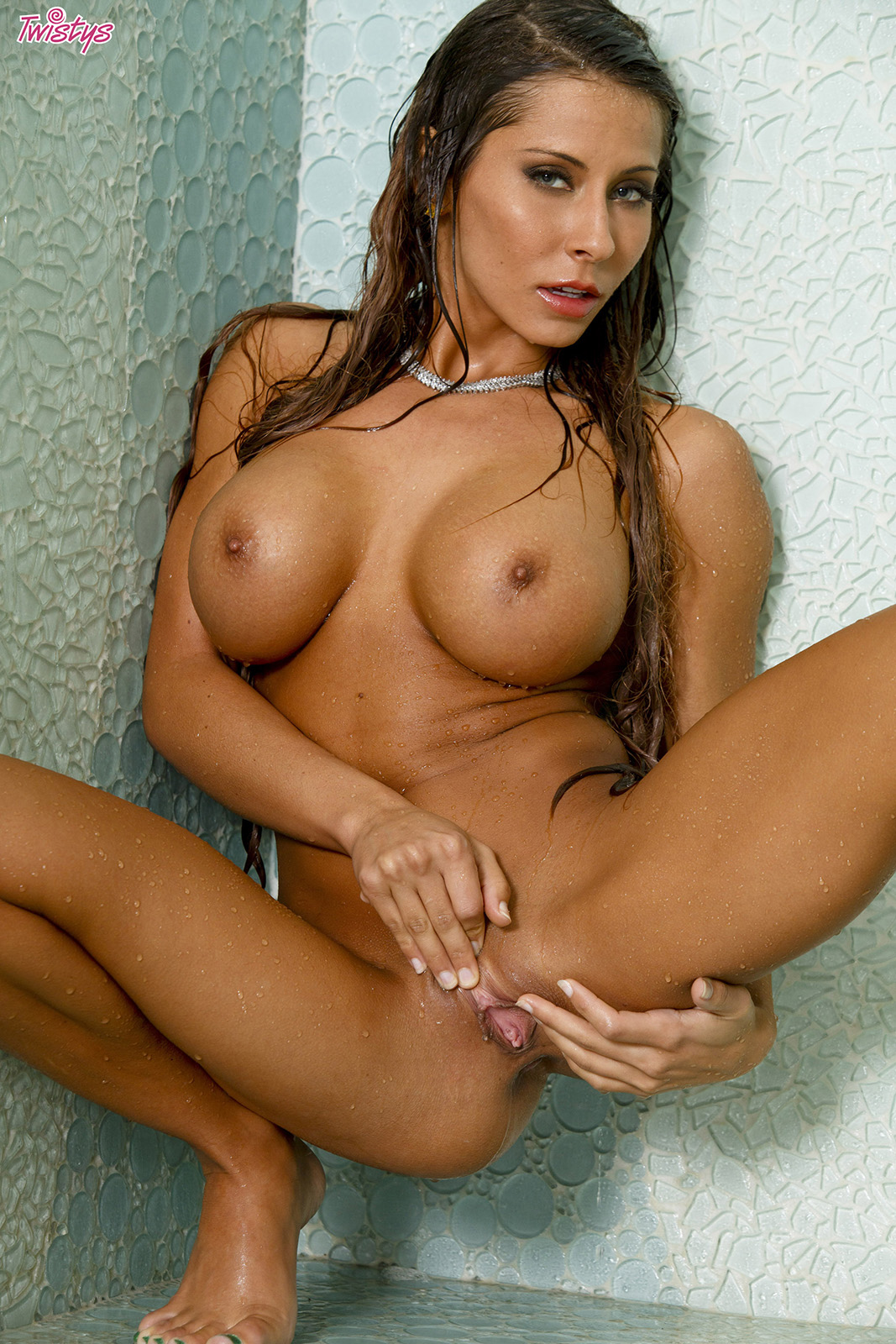 madison ivy likes to fuck her wet pussy at the shower